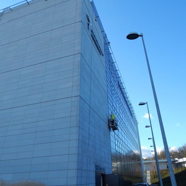 Plošina pro údržbu opláštění budov